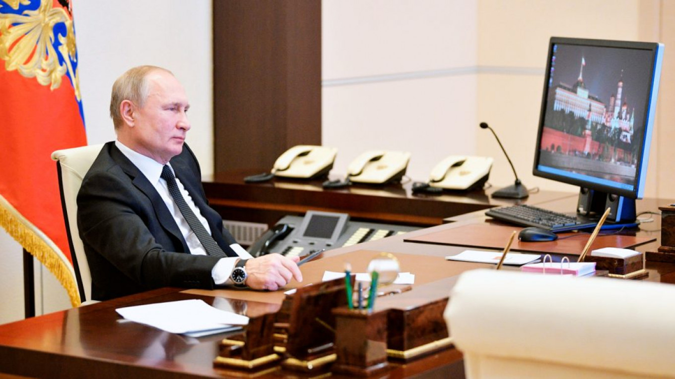 Photo of Russian President Putin Still Uses Vunerable Windows XP