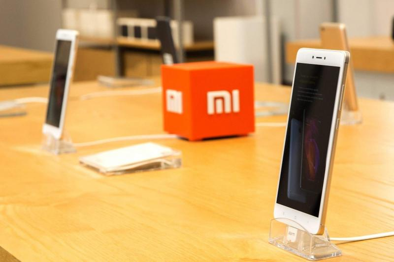 Photo of Xiaomi Patents Smartphone With a Surround Display